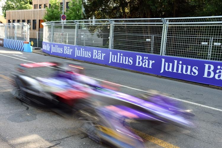 Monaco-Feeling für Zürich. Die Formel-E-Boliden sind mit 225 Sachen durch das Enge-Quartier gebraust. Foto: Pascal Wiederkehr